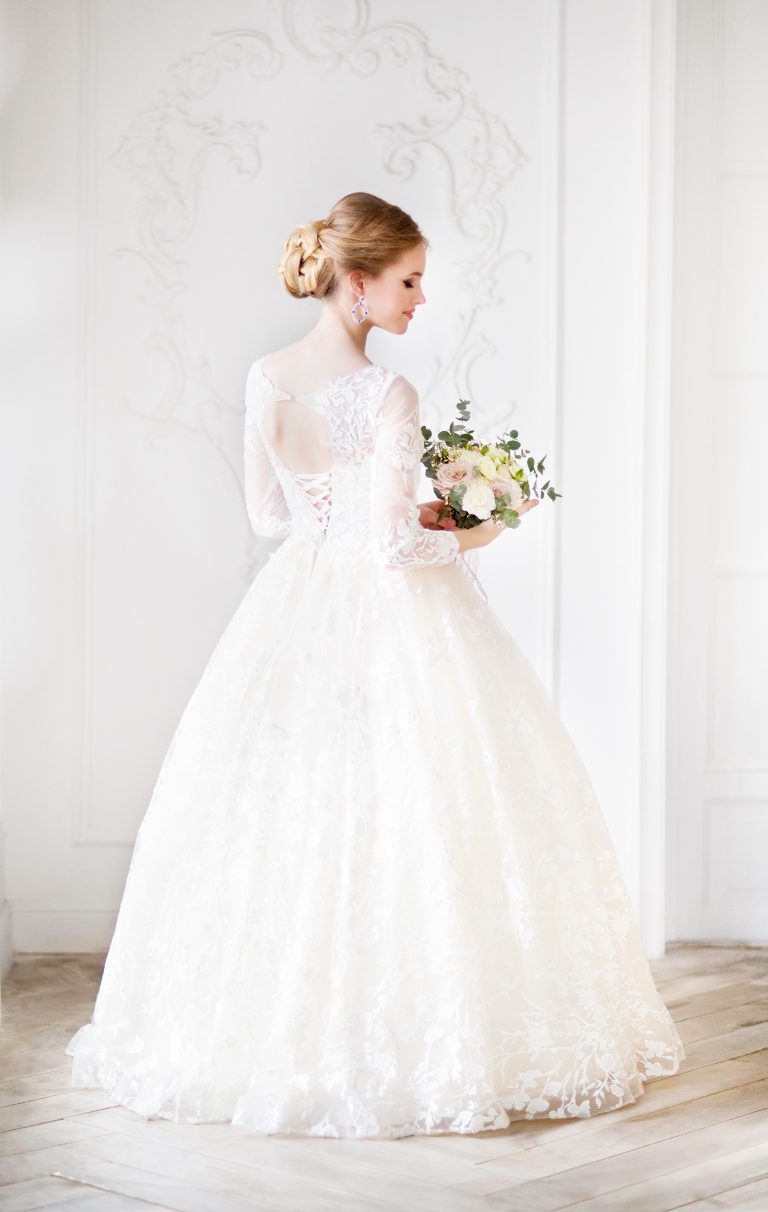 How Do I Choose a Wedding Dress For My Body Type?