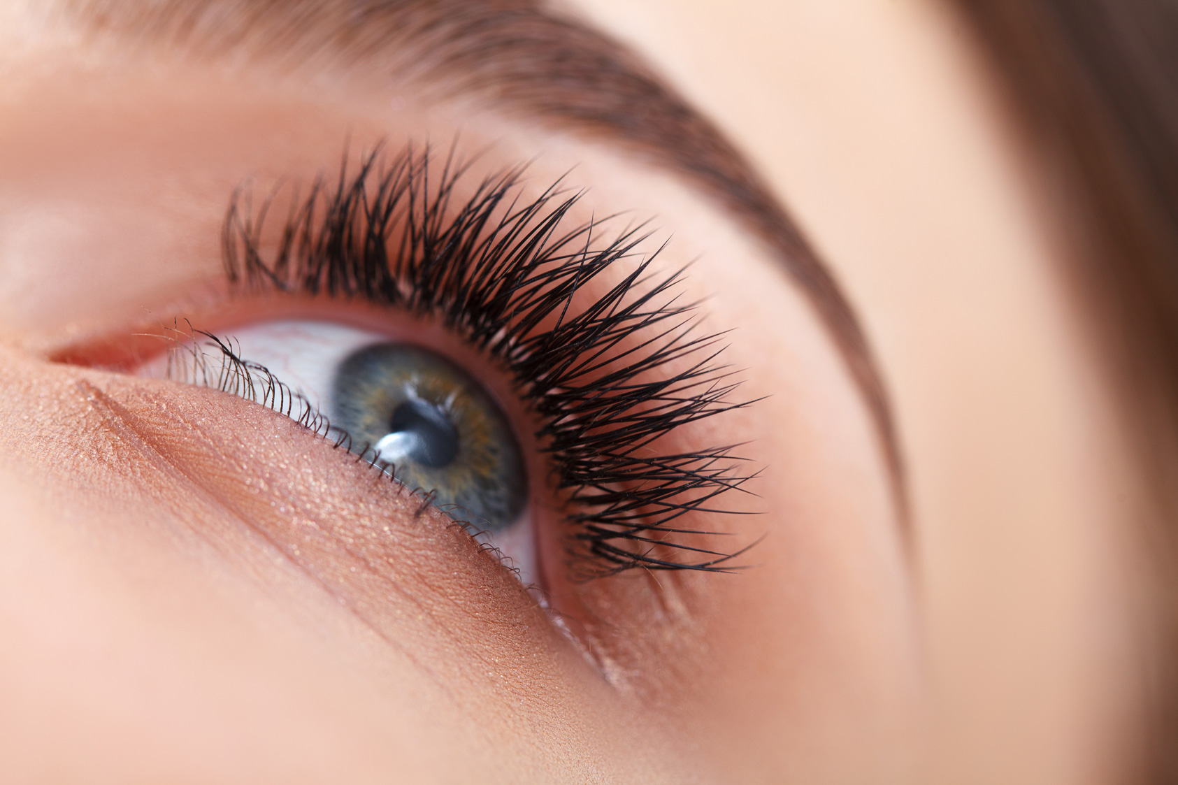 Cluster Eyelash Extensions: The Ultimate Beautician's Cheatsheet